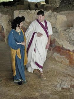 Visita teatralitzada a la Vil·la romana dels Munts 'Caius i Faustina us conviden a la seva vil·la'