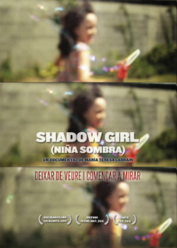"Projecció del documental ""Shadow girl (Niña sombra)"", de María Teresa Larraín (2016). Font: web del Documental del mes"