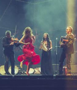 Actuació del grup Canzoniere Grecanico Salentino
