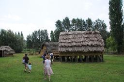 Visites al Parc Neolític de la Draga de Banyoles Parc Neolític…