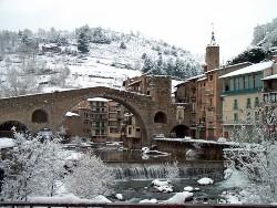 La vila de Camprodon ben nevada. Font: web www.gaudiallgaudi.com