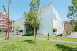 Biblioteca Pública Carles Rahola (foto de Francesc Meseguer). Font: el mateix web de la Biblioteca
