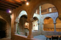 Exposició de pintura dels alumnes de l'Escola d'Art de Sant Joan de les Abadesses