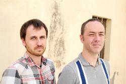 Actuació de Carles Sanjosé, Sanjosex (veu i guitarra) i Carles Belda (acordió diatònic i veu). Font: web de Cultura de Banyoles