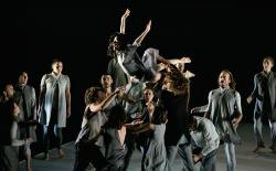 """Espectacle de dansa contemporània """"Free Fall"""". Font: www.figueresaescena.com"""