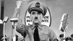 """Projecció de la pel·lícula """"The Great Dictador (El gran dictador)"""", de Charles Chaplin (1940). Font: web del Museu del Cinema-Col·lecció Tomàs Mallol"""