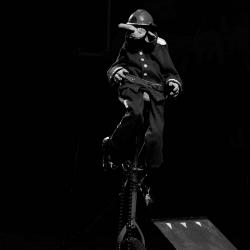 """Txo Titelles, amb """"Circ Cabaret Armando Rissotto"""". Font: web de l'Ajuntament de Roses"""